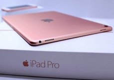 Apple iPad Pro 9.7-inch (128GB, Cellular, Wi-Fi, Rose Gold) in Camp Pendleton, California