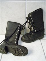 Black boots size 33 (EU) 2 (US) in Stuttgart, GE