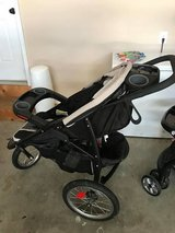 Graco Click Connect Jogger Carseat Stroller Combo Set in Clarksville, Tennessee