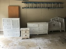 4 piece white wicker bedroom set in Bolingbrook, Illinois