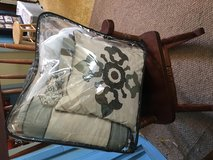 Queen size bed set great condition in The Woodlands, Texas