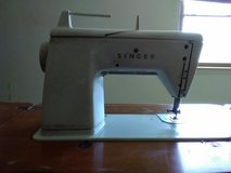 Singer Sewing Machine W/ table in Alamogordo, New Mexico