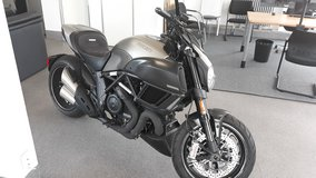 """Us Spec 2015 Ducati Diavel Titanium   """"a pit-bull gathering itself to pounce """"  416 miles only ** in Spangdahlem, Germany"""