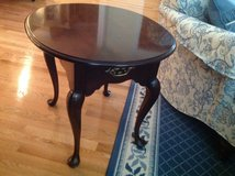 END TABLE  MAHOGANY OVAL EXCELLENT CONDITION, STATTON BRAND, HIGH END in Great Lakes, Illinois