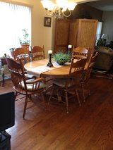 Beautiful dining Table w/6 Chairs in Clarksville, Tennessee