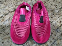 Girls 7/8 Pink Water Shoes in Houston, Texas