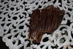 Sportcraft Pre-owned Youth Right Handed Ball Glove in Macon, Georgia