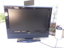 """32 """" Insignia television w remote. Works great!! in St. Charles, Illinois"""