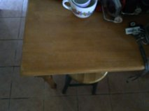 Kitchen table and 2 chairs in Alamogordo, New Mexico