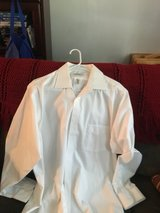 Men's Large Van Heusen Dress Shirt in Camp Lejeune, North Carolina