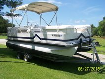 2006 Bentley Pontoon boat in Cherry Point, North Carolina