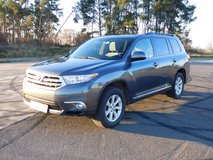 2012 Toyota Highlander V6 FWD by Original Owner in Ramstein, Germany