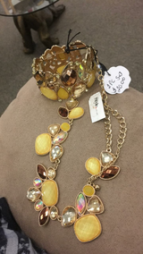 Yellow Necklace and Bracelet (New) in Fort Leonard Wood, Missouri