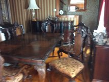 Dinning Room Table Adn 6 Chairs. 2 Leaves in Fort Drum, New York