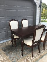 Dining room table & 4 upholstered chairs in Bolingbrook, Illinois