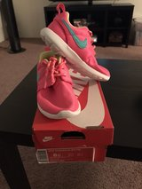 Girls Size 8c Nike Rosherun in Lawton, Oklahoma