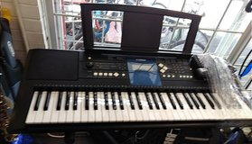 Yamaha keyboard w/stand in Camp Lejeune, North Carolina