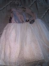 white and gray dress 5t like new where one time pick up only. in Dothan, Alabama