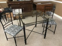 Glass kitchen table & 2 chairs in Biloxi, Mississippi