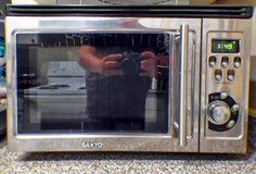SANYO 900 WATT MICROWAVE OVEN WITH BUILT IN GRILL in Kingwood, Texas