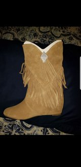 Womens suede fringe boots sz. 6.5 in Bolingbrook, Illinois