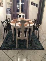 Dining Room Table & 6 Chairs in Stuttgart, GE