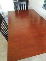 Dining table w 4 chairs in Quantico, Virginia
