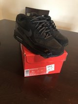 Air Max Black size 7y in Fort Bliss, Texas