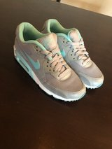 Air max Wmn size 9 in Fort Bliss, Texas