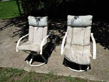 2 Outdoor Swivel Lawn Chairs in Fort Campbell, Kentucky
