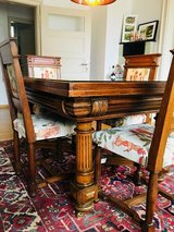 Antique Dining Table and Chairs in Stuttgart, GE