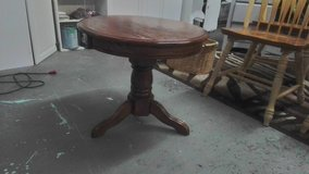 Round end table solid wood in Wilmington, North Carolina