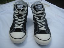 MEN`S BLACK CONVERSE ONE STAR SNEAKERS SIZE 8 in Cherry Point, North Carolina