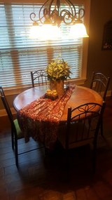 Kitchen Round Table & 4 Chairs in Warner Robins, Georgia