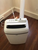 14,000 BTU portable airconditioner / heater/dehumidifier in Sugar Grove, Illinois