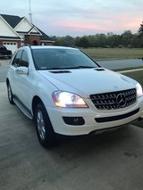 ML-350 White Mercedes Benz 2009 - EXCELLENT CONDITION! in Warner Robins, Georgia