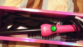 Ceramic curling iron in Fort Campbell, Kentucky