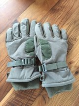 Gloves - NEW - large in Wiesbaden, GE