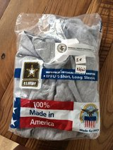 NEW.  NEVER WORN.  Long sleeved Grey Army PT shirt, MEDIUM in Wiesbaden, GE