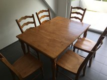 Dining room table (Honey Pine) in Stuttgart, GE