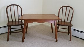 Kids table + 2 chairs in Naperville, Illinois