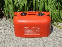 OMC 6 Gallon Metal Fuel Tank Outboard Boat Motor Engine 50/1 Mixed Gasoline Can in Plainfield, Illinois