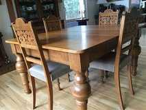 Antique Solid Oak Table - Includes Five Free Chairs - Located in Wiesbaden in Wiesbaden, GE