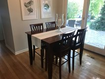 Dining Table & Chairs in St. Charles, Illinois
