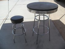 ~~  Cool Table + Stool  ~~ in 29 Palms, California