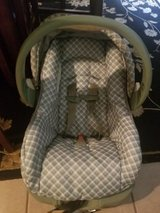 Infant Car seat with base in Alamogordo, New Mexico