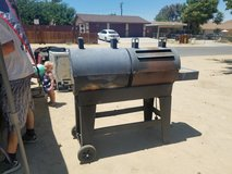 gas grill/smoker in Yucca Valley, California