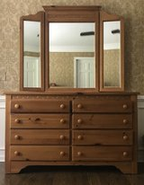 4-pc Pine Bedroom Set in Glendale Heights, Illinois