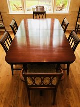 Dining room table with 6 chairs in Warner Robins, Georgia