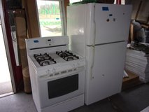 Kenmore Gas Stove and GE Refrigerator in Fort Riley, Kansas
